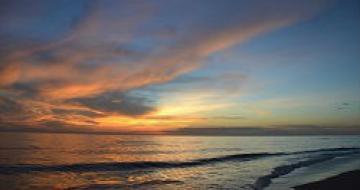 Thumbnail image of a sunrise on Thuan An Beach, Vietnam