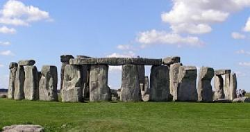 Thumbnail image of Stonehenge at day