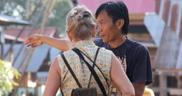 Thumbnail image of Indonesian man giving a lady directions